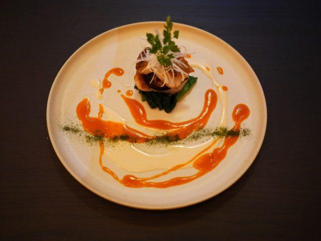 〈お魚料理〉小樽近海で採れる柳の舞のポワレ ミルフィーユ仕立てマリアージュソース