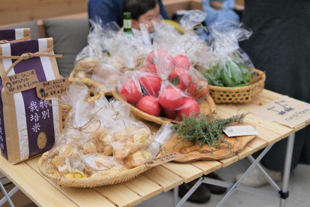 <Rural Farm> さんの食用ほうづき、新米、トマトなどなど蘭越町で育った野菜たちがならびました。